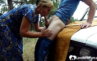 Oddball stepmom gets had making love indestructible in excess of a wheels